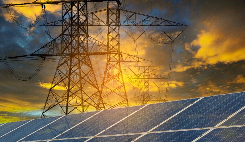 placas solares e fios de alta tensão, forma de gerar energoa
