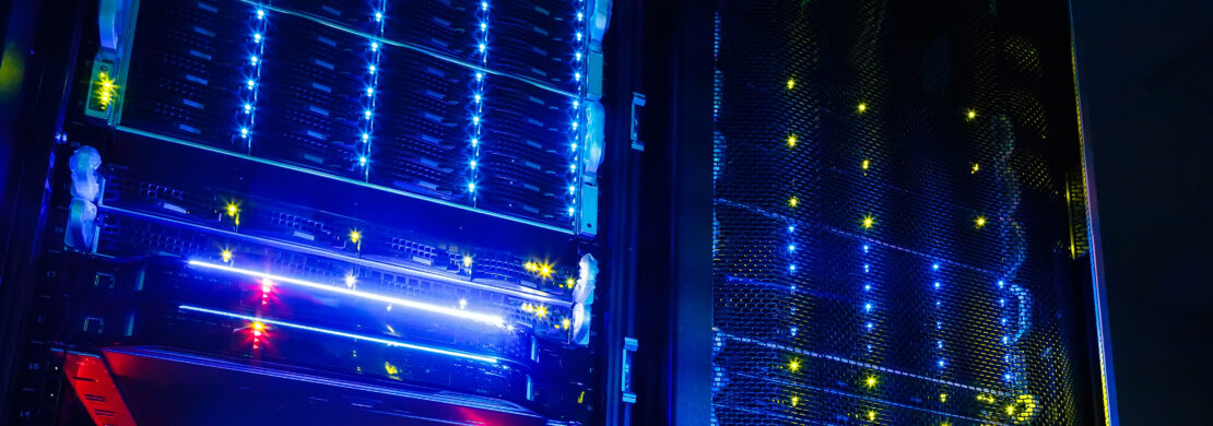 luzes em racks de data center